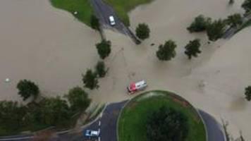 Unwetter in Bayern: Straßen und Keller überflutet