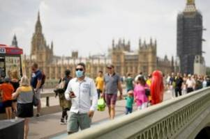 Covid-19-Pandemie: Zahl der Infektionen sinkt: Delta-Mutation gibt Rätsel auf