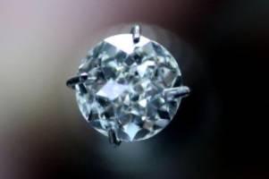 Kriminalität: Diamanten gegen Kiesel getauscht: Frau in London verurteilt