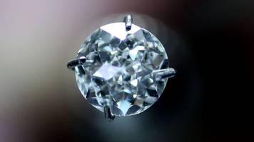 kriminalität - diamanten gegen kiesel getauscht: frau in london verurteilt