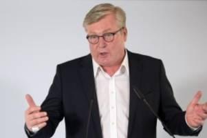 Gesundheit: Minister lobt Tempo bei der Impfstoff-Abfüllung in Hameln