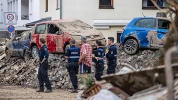 katastrophengebiet: polizei räumt von querdenkern besetzte schule in ahrweiler