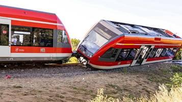 Polen: Zug kollidiert mit LKW und entgleist
