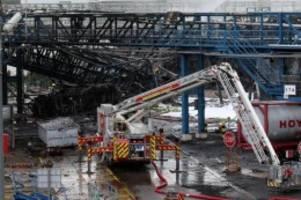 Explosion im Chempark: Leverkusen: Warten nach Explosion auf Ergebnisse von Analyse