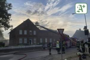 Feuerwehreinsatz: Historisches Bauernhaus in Delingsdorf in Flammen