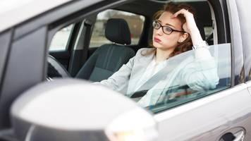 pinkelpause im stau auf der autobahn: ist das erlaubt?