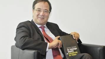 Vorwürfe gegen Laschet – Autor wirft ihm Plagiat vor: Hat bei mir abgeschrieben