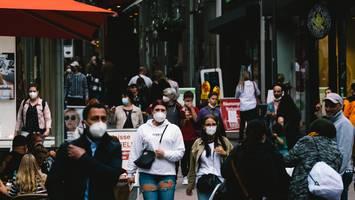 """""""stärker.zusammen""""-ticker - viele infektionen verhindern: virologin erklärt, wie uns masken gegen corona helfen"""