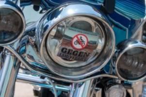 Verkehr: Motorradfahrer demonstrieren und sammeln für Flutopfer