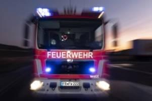 Brände: Bauernhaus in Flammen: 150 Einsatzkräfte im Einsatz