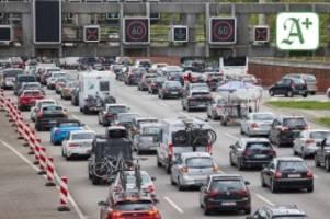 Verkehr zur Nord- und Ostsee: A1 und A7 rund um Hamburg: 50 Kilometer Stau!