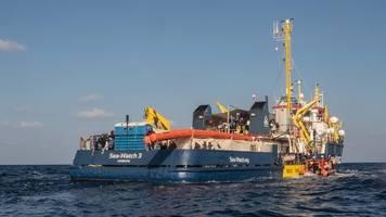 seenotrettung: menschen wegen gesundheitszustand von sea-watch 3 geholt