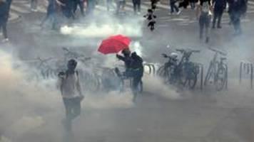 Festnahmen und Verletzte bei Corona-Protesten in Frankreich