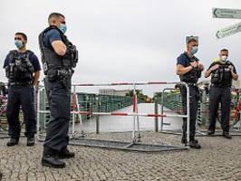 querdenker-demo trotz verbot: tausende polizisten kontrollieren berlin