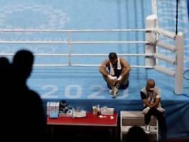 skandal im boxturnier von tokio: falsche disqualifikation eskaliert in sitzstreik