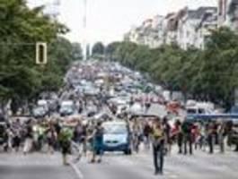 Querdenker führen Berliner Polizei streckenweise vor