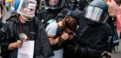 »querdenker« in berlin: tausende protestieren trotz verbots gegen die corona-maßßnahmen