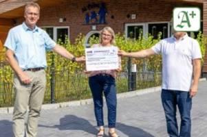 Soziales Engagement: Alte Eishockeyspieler sorgen für neue Schaukel