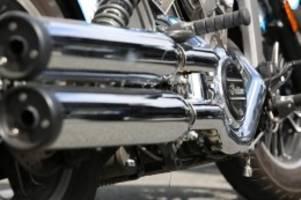 Verkehr: Motorradfahrer demonstrieren und spenden für Flutopfer