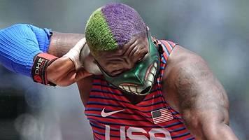 Olympia - Hulk beim Kugelstoßen: Saunders mit Blickfang-Mundschutz
