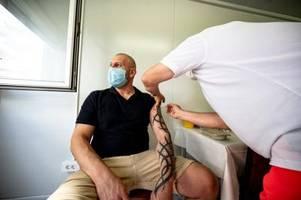 mobile teams und große kampagne: massives werben fürs impfen