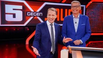 """tv-kolumne """"5 gegen jauch"""" - pocher verspottet wendler und seine junge frau – """"reize mit 18"""""""