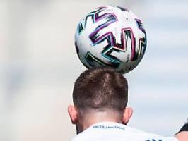 mediziner für kopfball-verbot: verteidiger steigern aktiv ihr demenz-risiko