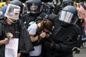 Protest gegen Corona-Politik: Berliner Polizei: Gut 500 Ermittlungsverfahren nach Demos