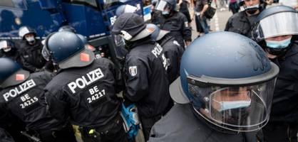 """Wie """"Querdenker"""" die Behörden in Berlin systematisch vorführten"""