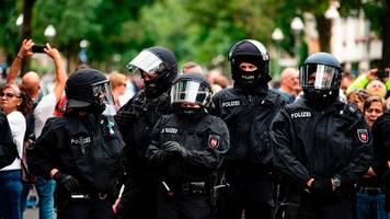 Berlin: Dutzende Polizisten nach Querdenker-Demos verletzt