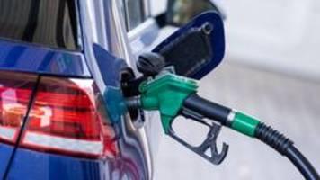 benzinpreis steigt auf sieben-jahres-hoch