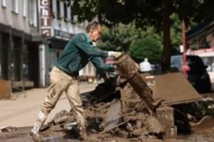 Hochwasser-Katastrophe: Laschet und Scholz besuchen gemeinsam Flutgebiete in NRW