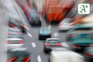 berufsverkehr: unfall auf autobahn – stockender verkehr richtung hamburg