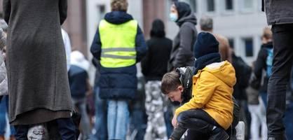 Kriminalbeamten-Bund kritisiert Mitnahme von Kindern zu Demos