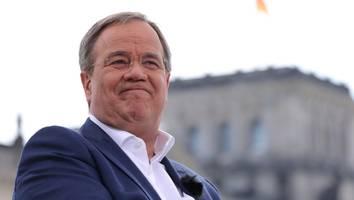 Kanzlerkandidat der Union - Doch keine Entlastung: Plagiatsjäger will Laschet-Buch doch näher prüfen