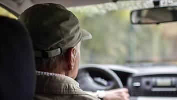 beiträge steigen ab 55 deutlich an - senioren zahlen drastische zuschläge bei kfz-versicherung – doch es gibt spartrick