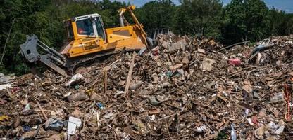 Flutkatastrophe im Ahrtal: Abfallwirtschaft kämpft gegen Müll an