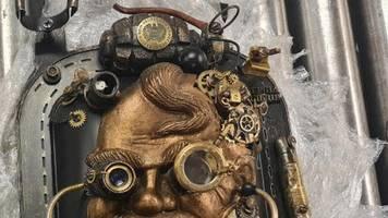 flughafen frankfurt: handgranaten-skulptur in reisekoffer löst alarm aus