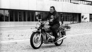 München: Andreas Scheuer macht besonderen Fund in Franz-Josef Strauß' Auto