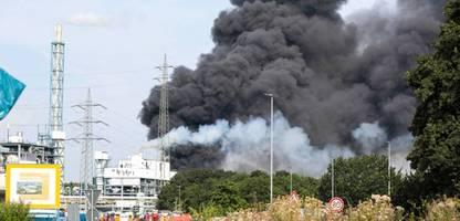 explosion in chempark leverkusen: nach der flut kam der ruß