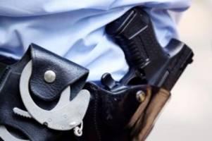 kriminalität: frau läuft laut schreiend und halbnackt durch zug: festnahme