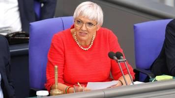 die grünen: politikerin claudia roth meldet nebeneinkünfte nach