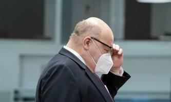 deutscher wirtschaftsminister altmaier mit notarzt in klinik gebracht