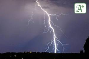 Stormarn: Unwetter: Blitz schlägt in Wohnhaus in Hammoor ein
