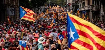 Barcelona: Katalanen demonstrieren für die Unabhängigkeit von Spanien