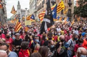 Große Demonstration: Mehr als 100.000 Katalanen fordern Unabhängigkeit