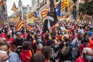 Mehr als 100.000 Katalanen fordern Unabhängigkeit