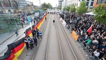 Wahlkampfauftritt in Sachsen - Gegendemonstraten übertönen rechte Kundgebung: Protest gegen Höcke und Pegida in Dresden