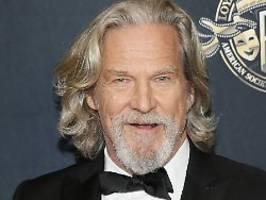 Dude tanzt maskenlos zum Altar: Jeff Bridges hat lauter gute Nachrichten