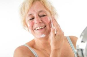 Richtig pflegen: Reifere Haut braucht mehr Feuchtigkeit